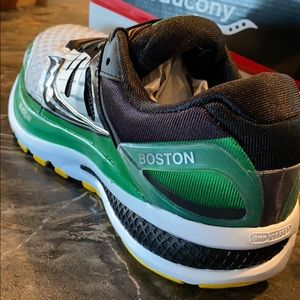 Saucony Shoes - Saucony Triumph ISO2 sz 9 womens MBTA Boston theme